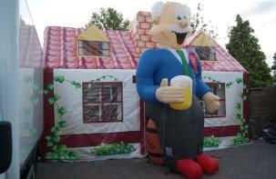 attractie-verhuur-pronk-opblaasbare-feestpoppen-abraham-op-biervat