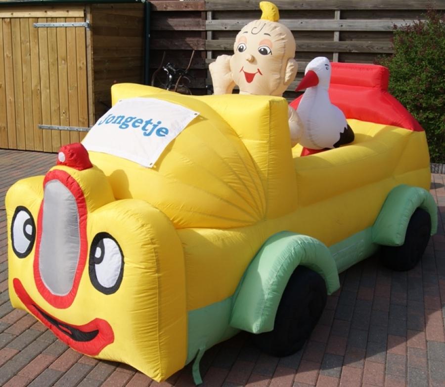 attractie-verhuur-pronk-opblaasbare-feestpoppen-baby-in-auto