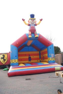 clown springkussen-attractieverhuurpronk.nl