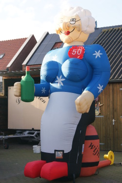 sarah-op-wijnvat-attractieverhuurpronk.nl